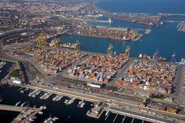 La actividad en el Puerto de València cae un 30% por la baja productividad de la estiba