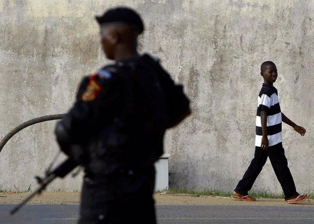 Agente de la Policía de Angola