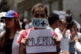 La muerte de un joven arrollado por una camioneta eleva a 45 el número de muertos en las protestas en Venezuela