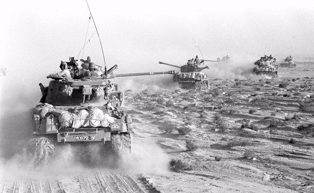 Tanques israelíes en la península del Sinaí durante la Guerra de los Seis Días