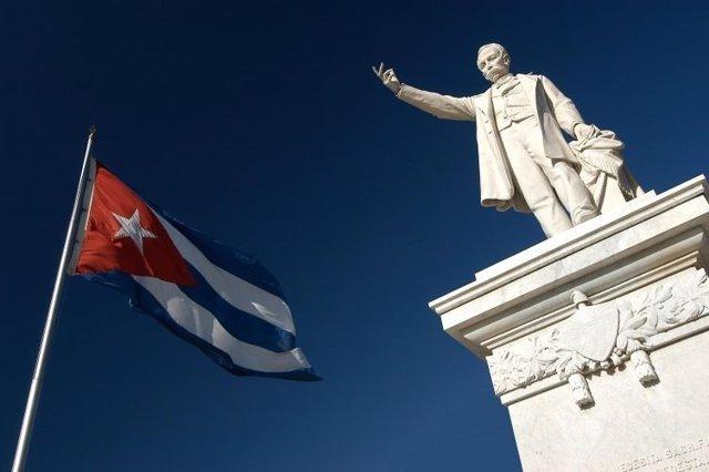 Estatua de José Martí en Cienfuegos