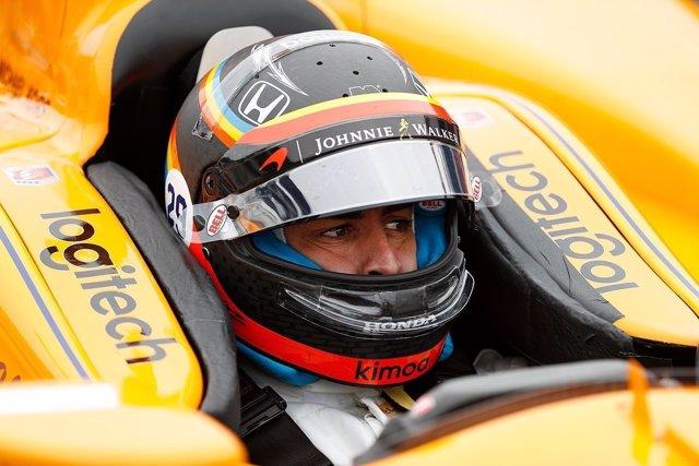 Alonso (McLaren) entrenando la Indy