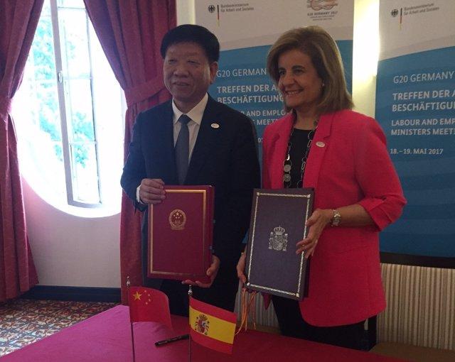 Yin Weimin y Fátima Báñez