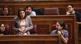 """Podemos presenta su moción de censura y avisa al PSOE: """"Si se vota 'No', se está sosteniendo al PP en el Gobierno"""""""