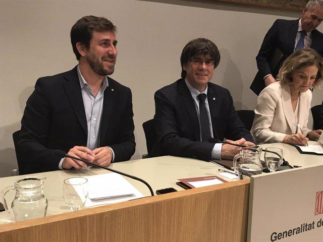 A.Comín, C.Puigdemont y la vicepta.De la Fund.Amancio Ortega F.Pérez