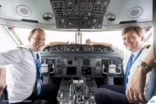El rey de Holanda lleva 21 años pilotando vuelos de KLM