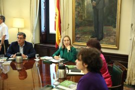 PSOE y Podemos urgen a Ana Pastor a reunir a la Mesa del Congreso por las enmiendas de Presupuestos y la moción