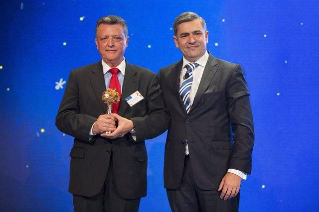 Entrega premio Randstad Award a Mercedez-Benz Vitoria