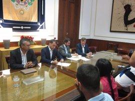 Ayuntamiento y Cabildo invierten 4 millones en dos años para rescatar 142 licencias de taxi