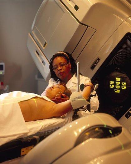 La radioterapia representa menos del 5% del coste total del tratamiento del cáncer