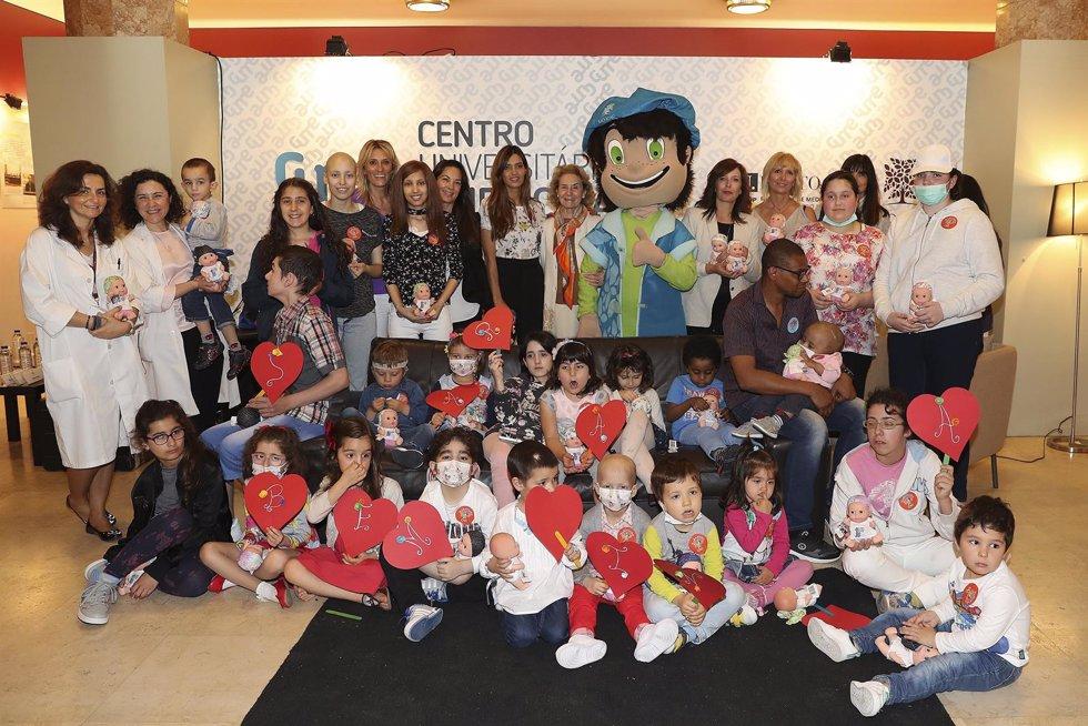 Sara Carbonero a una con la Fundación Juegaterapia de Mónica Esteban