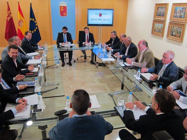 Reunión de la Mesa del Agua con el presidente Fernando López Miras