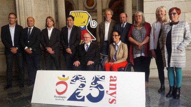 Phil Craven y Teresa Perales en la conmemoración del 25 aniversario de Barcelona