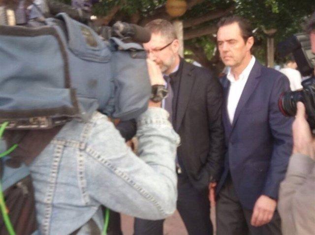Miguel López tras salir de firmar en el juzgado por primera vez