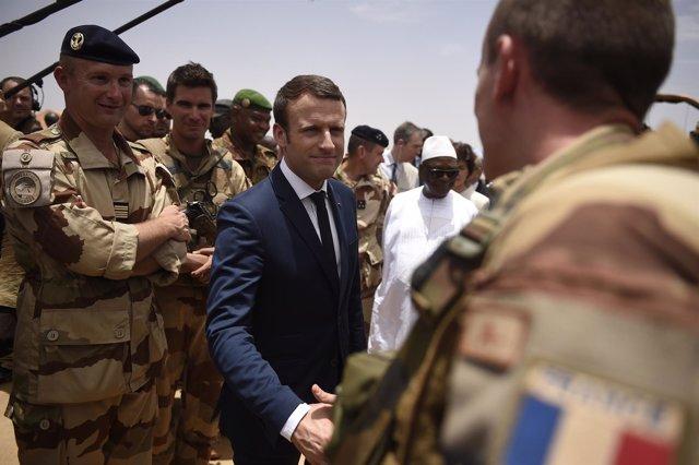 Emmanuel Macron visita a las tropas en Malí