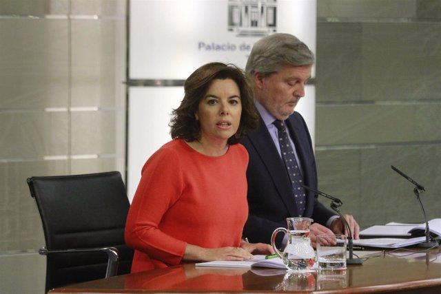 Santamaría e Iñigo Méndez de Vigo tras el Consejo de Ministros