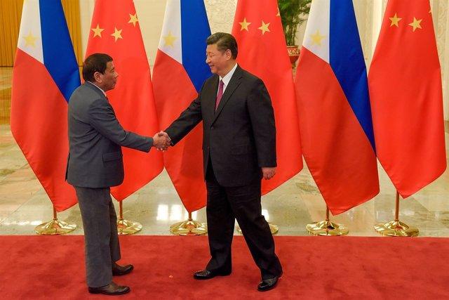 El presidente de China, Xi Jinping, y el presidente filipino, Rodrigo Duterte