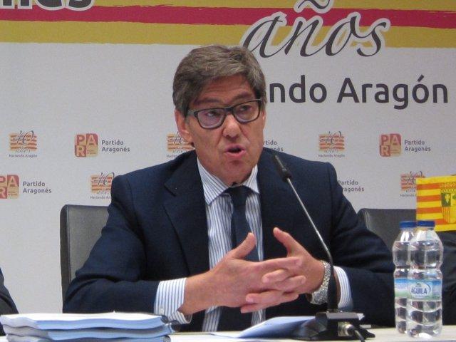 El presidente del PAR, Arturo Aliaga, en rueda de prensa en Zaragoza