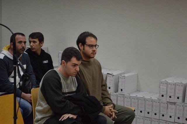 Los cantantes Ciniko Pablo Hasél en el juicio en novembre de 2016