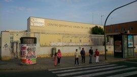 """Participa avisa de que el IMD """"no asegura"""" la reapertura de piscina pública Virgen de los Reyes"""