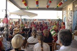 Niños ingresados en el Hospital Reina Sofía celebran la feria de Córdoba en la particular caseta 'El Jarabito'