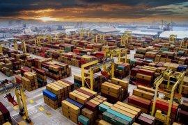 Valenciaport pierde 2 millones de euros y 10.000 contenedores por la baja actividad de la estiba que cae un 30%
