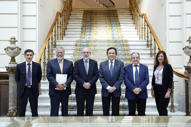 José Manuel Maza junto a representantes de Transparencia Internacional