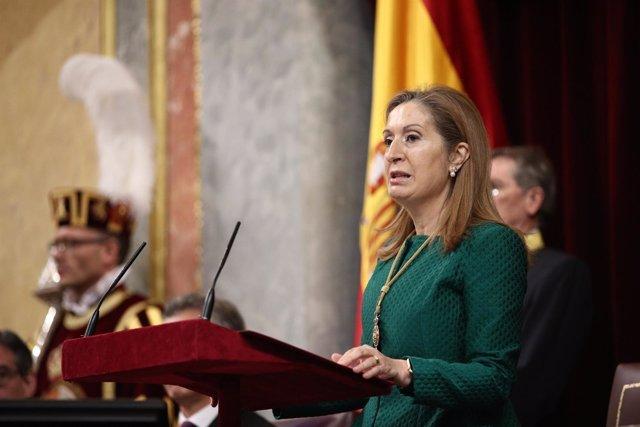 Ana Pastor antes del discurso de Mauricio Macri en el Congreso