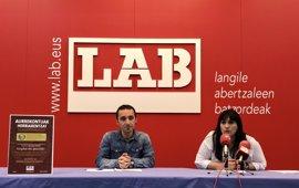 """LAB acusa a PNV de """"debilitar"""" los servicios públicos vascos con su acuerdo presupuestario con el PP"""