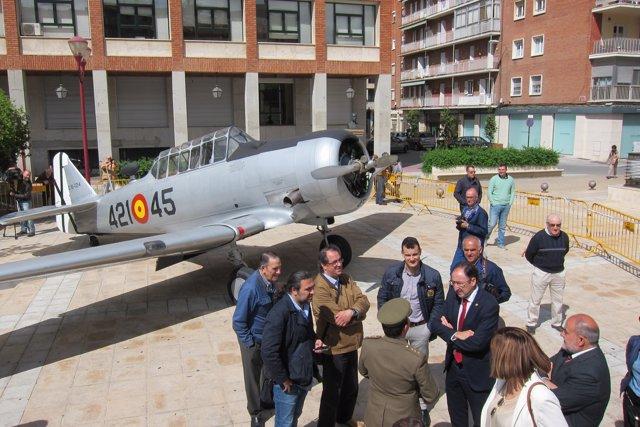 Aviones en la plaza de Los Juzgados de Palencia
