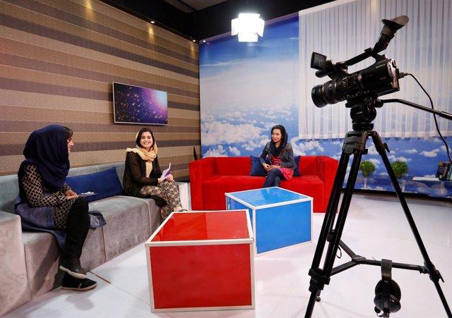 Trabajadoras del primer canal exclusivo de mujeres de Afganistán
