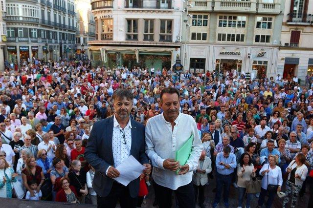 Concentración en apoyo al proyecto de Antonio Banderas en el Astoria Málaga
