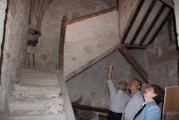 El alcalde de Arganda y la edil de Cultura durante una visita a la iglesia