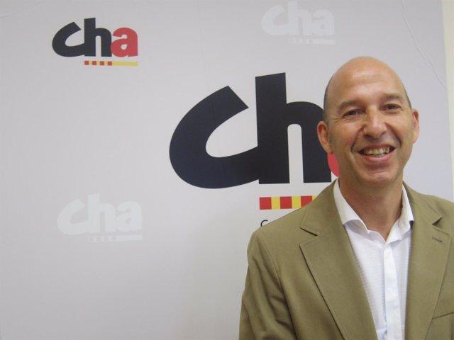 El portavoz  del grupo municipal de CHA, Carmelo Asensio