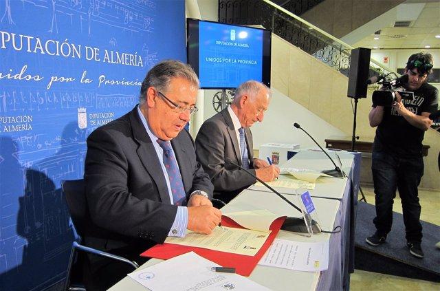 Juan Ignacio Zoido y Gabriel Amat firman un convenio de colaboración