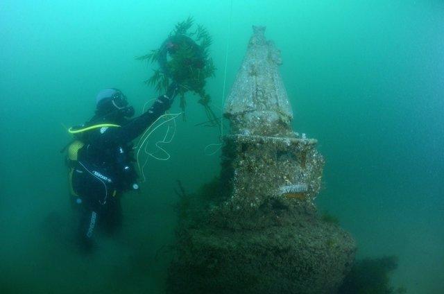 La imagen permanece a diez metros de profundidad