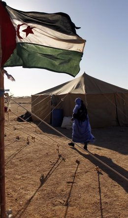 Bandera del Sáhara Occidental en campamento de refugiados saharauis en Argelia