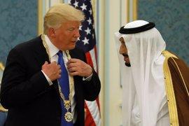 El rey Salman condecora a Trump con la máxima distinción civil por sus esfuerzos para la estabilidad mundial