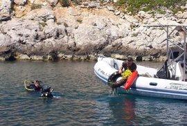 Un total de 21 buceadores limpian los fondos marinos de Cabrera