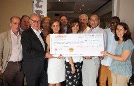 La Fundación 'Sevilla Acoge' recibe una donación en el XX Congreso Nacional de hospitales y gestión sanitaria