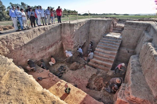 Excavaciones en el yacimiento tartésico de El Turuñuelo, Guareña