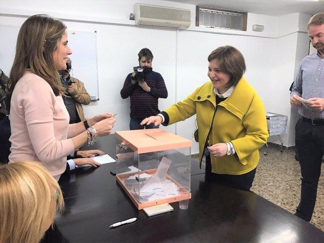 Bonig ejerce su derecho a voto en las primarias del PPCV