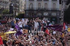 Miles de personas apoyan en la Puerta del Sol la moción de censura de Unidos Podemos contra Rajoy