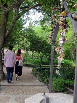 Salamanca.- Una Pareja Pasea Por Este Paraje
