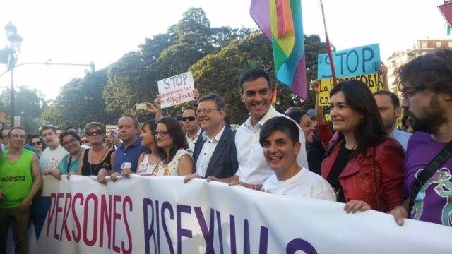 El 'president', la titular de Igualdad y Pedro Sánchez en el Orgullo 2017