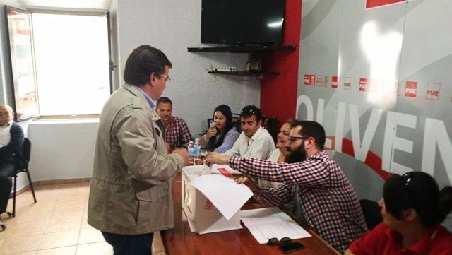 Vara vota en Olivenza en las primarias del partido