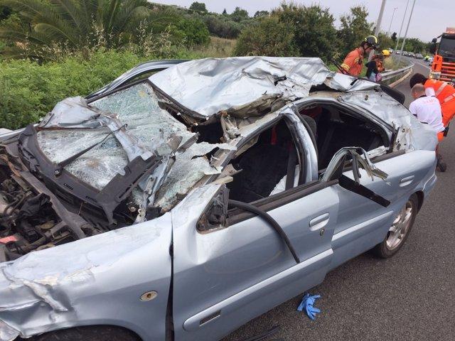 El vehículo ha quedado dañado por el accidente