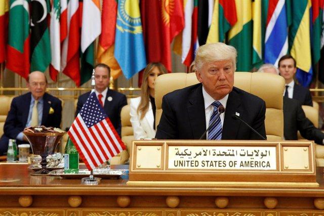 Trump ante dirigentes árabes y musulmanes