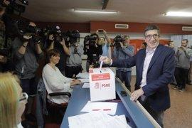 """López dice que el PSOE tiene que empezar el lunes a """"trabajar para la sociedad"""" gane quien gane hoy"""