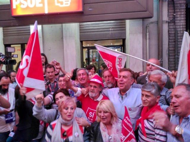 Simpatizantes de Pedro Sánchez celebran su vistoria en las primarias del PSOE